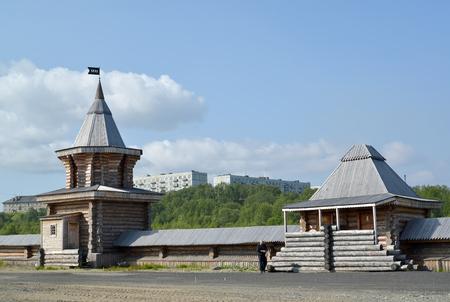 siervo: Torre de vigilancia y la fortificación del monasterio del hombre Sagrado y Troitsk Trifonov-Pechengsky. región de Murmansk