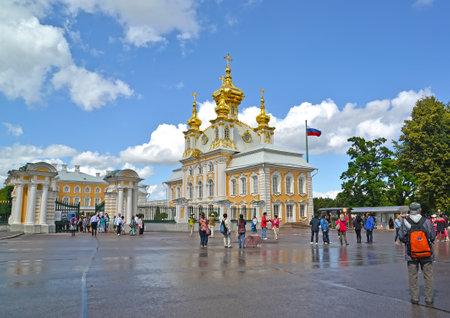 saints peter and paul: PETERHOF, RUSSIA - JULY 24, 2015: A view of Church of Saints Peter and Paul in the Grand Peterhof Palace