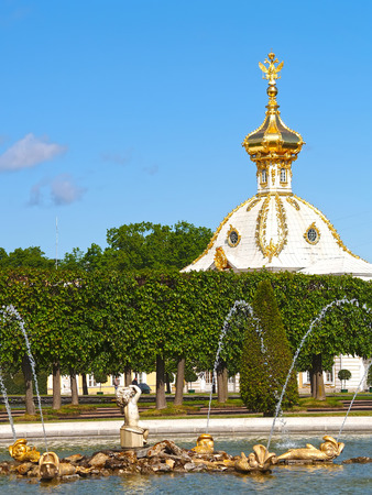 poorly: PETERHOF, RUSSIA - JUNE 11, 2008: The Oak fountain and the Special storeroom in the Top garden