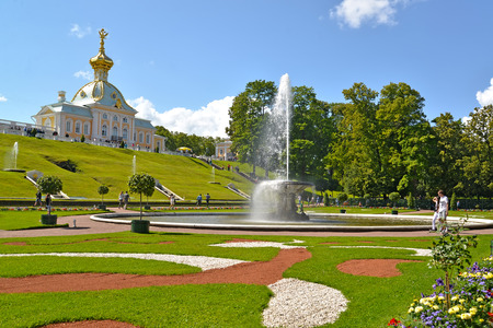 storeroom: PETERHOF, RUSSIA - JULY 24, 2015: View of the Bowl fountain and museum Special Storeroom. Lower park