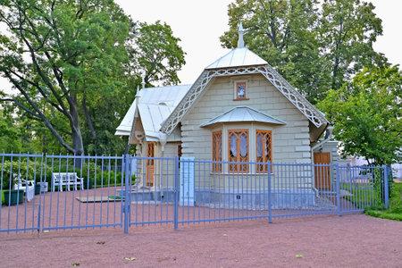 alexandria: PETERHOF, RUSSIA - JULY 24, 2015: Museum Courier Lodge. Alexandria park