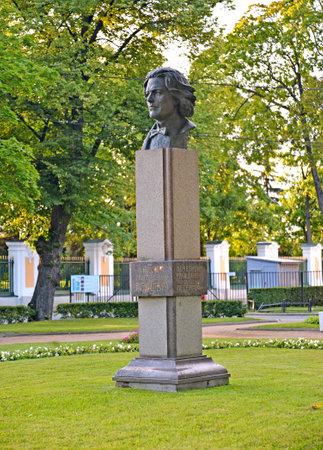 anton: PETERHOF, RUSSIA - JULY 24, 2015: A monument to Anton Grigoryevich Rubenstein Editorial