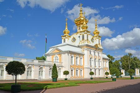 saints peter and paul: PETERHOF, RUSSIA - JULY 24, 2015: Church of Saints Peter and Paul in the Grand Peterhof Palace. Top garden