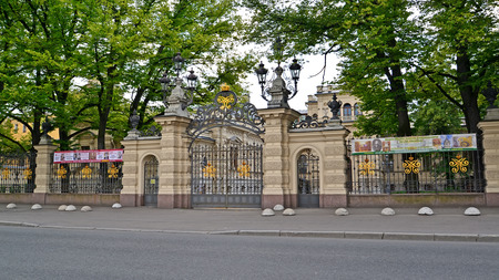 eclecticism: ST. PETERSBURG, RUSSIA - JULY 09, 2014: Gate and a protection around the St. Petersburg House of music