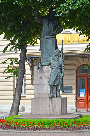 political economist: ST. PETERSBURG, RUSSIA - JULY 10, 2014: A monument to G. V. Plekhanov (1856-1918) before the building of Institute of technology