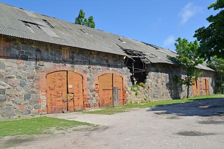 siervo: Almacén en la antigua construcción de servidumbre del siglo 14. Liquidación región ámbar, Kaliningrado