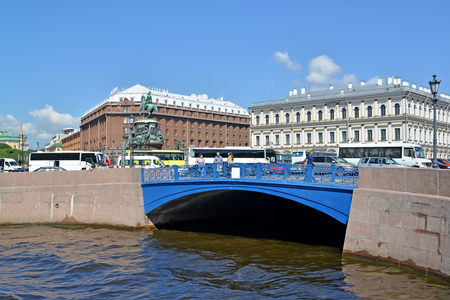 nikolay: ST. PETERSBURG, RUSSIA - JULY 11, 2016: View of the Blue Bridge and St. Isaacs Square
