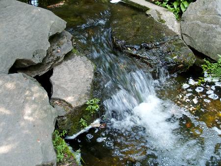 rages:       Falls among stones