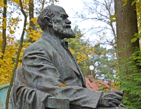 petrovich: SVETLOGORSK, RUSSIA - OCTOBER 26, 2016: Fragment of a monument to the academician I. P. Pavlov, side view