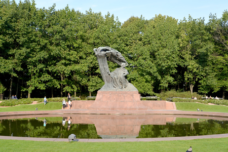 frederic chopin: WARSAW, POLAND - AUGUST 23, 2014: A view of a monument to Frederic Chopin with an oval pond