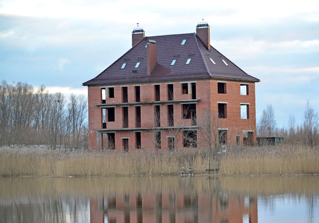 Construction of an apartment cottage on the bank of the lake