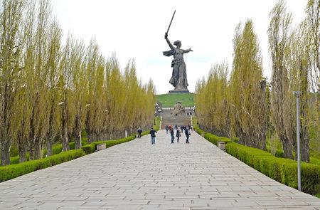 VOLGOGRAD, RUSSIA - APRIL 23, 2017: The avenue of pyramidal poplars overlooking the main monument the Motherland calls!. Mamayev Kurgan Sajtókép