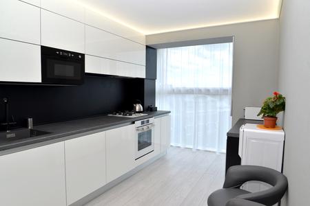 Modern kitchen in gray-black tones. Interior Banque d'images