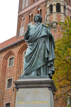 The sculpture of Nikolai Copernicus against the background of the old city hall, 1853. Torun, Poland Stock fotó