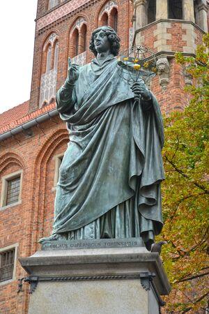 Statue of Nikolai Copernicus on a background the old town hall, 1853. Torun, Poland Stock fotó