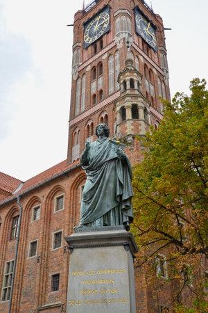 Monument to Nikolai Copernicus 1853 against the background of the clock tower of the old city hall. Torun, Poland Sajtókép