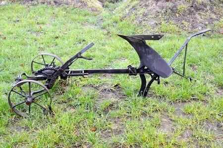 Horse plough lies on grass Zdjęcie Seryjne