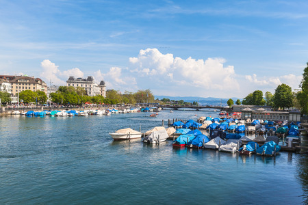 sommer: View of Zurich old Town, the lake and the alps in a sunny sommer day, Switzerland