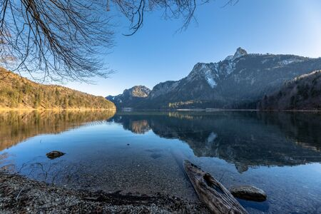 Stunning view of the Alpsee lake in winter with the Neuschwanstein and Bavaria Alps in background and beautiful reflections in water, Schwangau, Bavaria, Germany Imagens