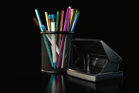 fineliner: Pens and perforator