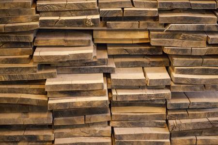 Tablas de roble plegadas. Para la fabricación de muebles. Tablas de madera.