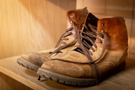 Old, leather shoes. Shabby, brown skin Tattered shoelaces Close-up Stockfoto