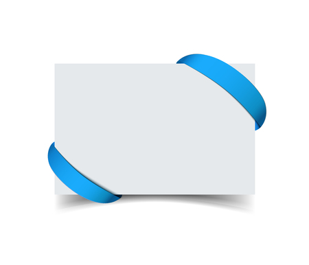 tarjeta de felicitación de papel con cinta de regalo azul curvada en las esquinas aisladas en blanco. Ilustración vectorial realista de blanco tarjeta de nota con la cinta de papel con espacio para texto. La tarjeta de regalo promocional para la venta y la publicidad