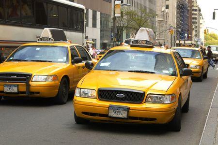 taxi: Amarillo cabinas en la ciudad de Nueva York  Foto de archivo