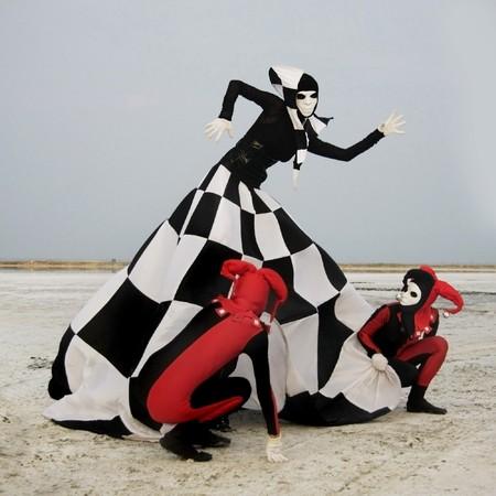 giullare: due Regina harleyquinns e scacchi