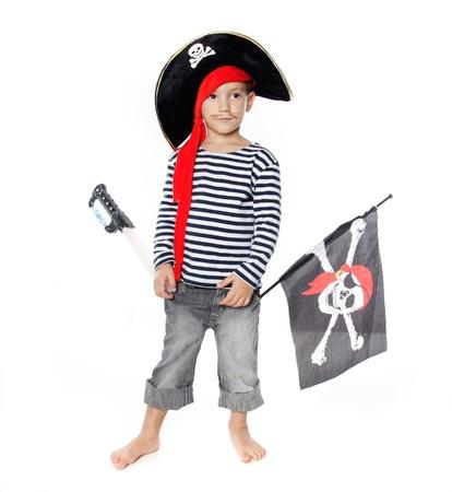 piratenhoed: studio portret van jonge jongen verkleed als piraat Stockfoto