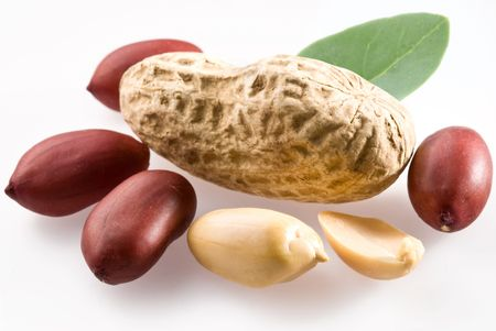 goober: Peanut with pods and leaves on a white background.