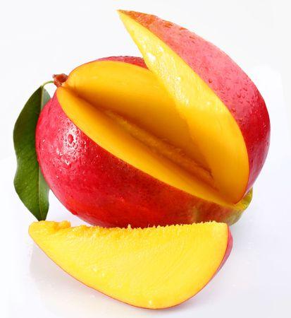 mango: Mango z lobules na biaÅ'ym tle Zdjęcie Seryjne