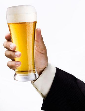 profiting: Bicchiere di birra in una mano Archivio Fotografico