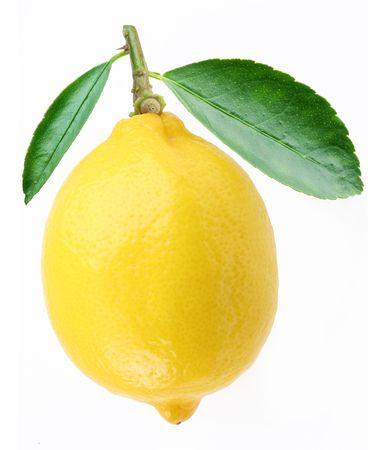 jugos: Limón con hojas sobre un fondo blanco