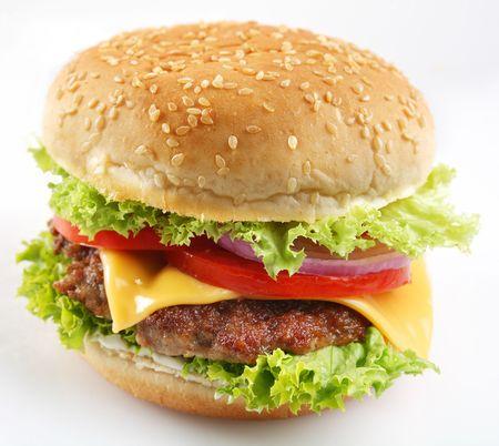 bollos: Hamburguesa con queso sobre un fondo blanco