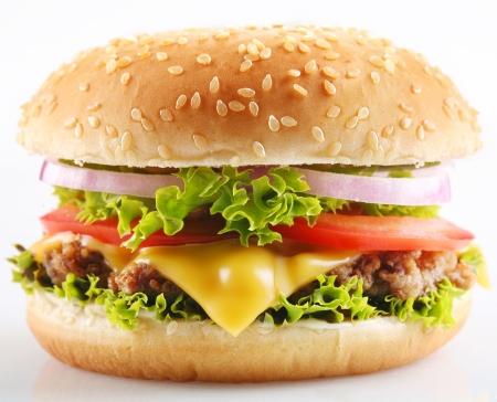 hamburguesa: Cheeseburger sobre un fondo blanco  Foto de archivo