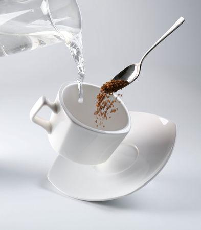 kettles: Blanco taza de caf� negro