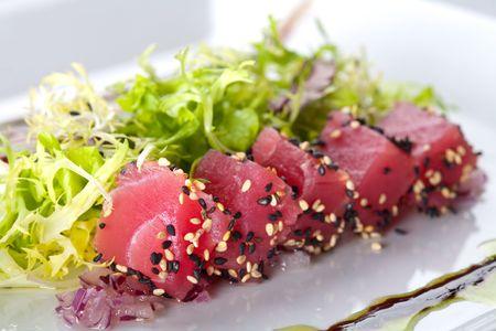 friso: At�n pescado crudo con friso de ensalada