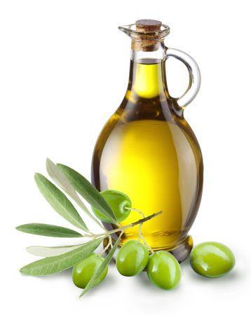 Gałąź z oliwek i butelkę oliwy z oliwek, odizolowane na białym tle