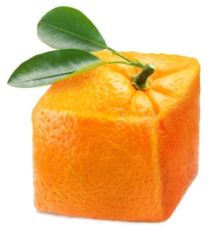 cubo: Cubo naranja sobre un fondo blanco  Foto de archivo