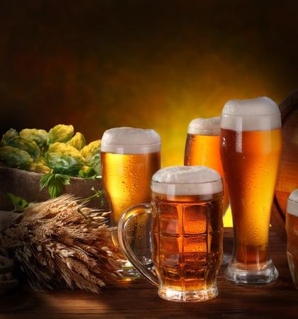 cerveza: Bodeg�n con un barril de cerveza y cerveza de proyecto por la Copa.