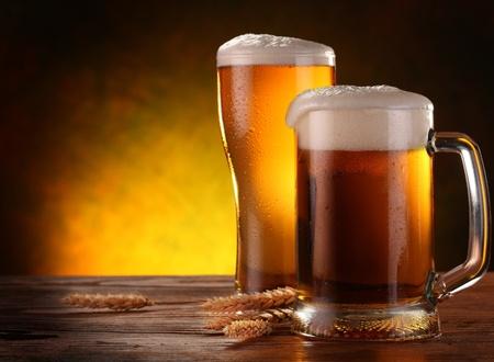 Stilleven met een ontwerp-bier door het glas. Stockfoto