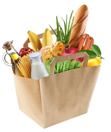 Bolsa de papel con la comida sobre un fondo blanco. Foto de archivo
