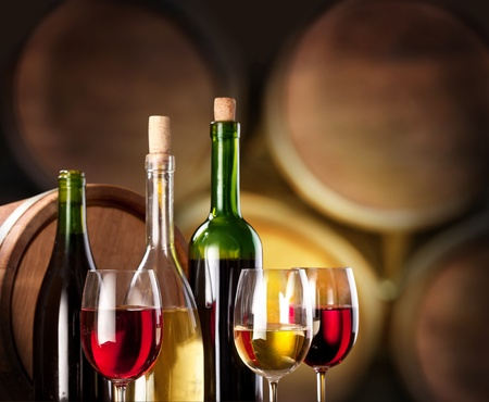 Weinverkostung im Weinkeller. Standard-Bild