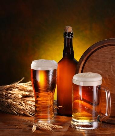 Bodegón con un barril de cerveza y cerveza de proyecto por la Copa.