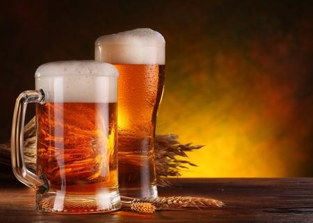 cerveza: Naturaleza muerta con una cerveza en el vaso. Foto de archivo