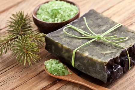 jabon: Pino jab�n con sal de mar y rama de pino.