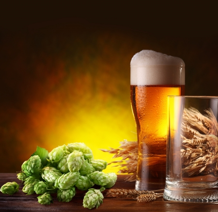 wheat beer: Still life with a keg of beer and hops