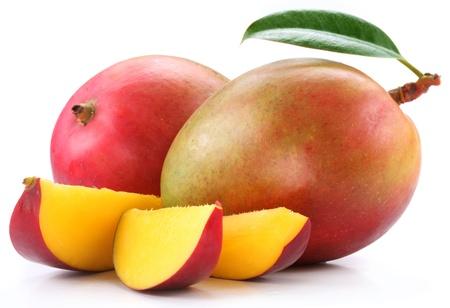 Mango met plakken op een witte achtergrond.