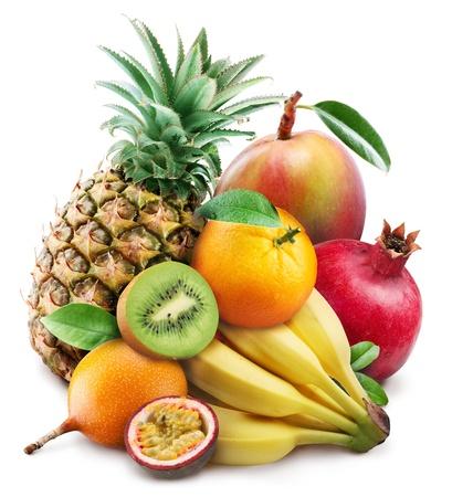 frutas tropicales: Frutas ex�ticas en un fondo blanco